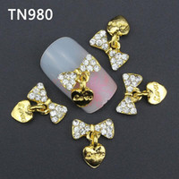 Wholesale Pack New D Nail Art Decorations Gold Bow With Love Heart Pandent DIY Glitter Rhinestones For Alloy Nails Tools TN980