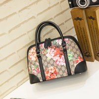 Wholesale The new medium sized shoulder bag handbag shell bag can be three colors to choose fashion leisure single product special treatment package