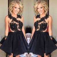 Pequeños vestidos de cóctel negros para las mujeres 2017 Appliqued Sheer corto vestido de regreso a casa una línea vestidos de desfile de fiesta