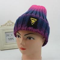 achat en gros de bonnet jaune à vendre-Hot Sale Automne Chapeaux d'hiver pour les femmes Team Valor équipe Mystic Team Instinct Bonnets Rouge Jaune Bleu Gradient Gorros