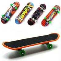 Precio de Venta al por mayor de pie bordo-Venta al por mayor-2016 aleación Stand FingerBoard Mini tablero de dedos con la venta al por menor patín patines Skateboard dedo para niños juguetes regalo de los niños