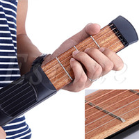 al por mayor bolsillo de la guitarra-Venta al por mayor-Negro Vintage Beginner Mini portátil guitarra de bolsillo Chord 4 Fret modelo de viaje