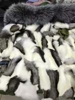 Precio de Líneas blancas-De piel de zorro de plata de corte del ejército parka verde Sr. Sra. Itlay piel de zorro negro blanco forrado lona parka de alta calidad Sr. Señora pieles mini capas