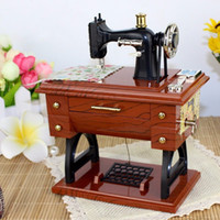 Wholesale Vintage Treadle Sewing Machine Music Box Mini Sartorius Toy Personality Birthday Gift Decor Clockwork Style Musical Toy