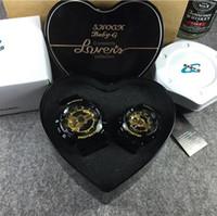 al por mayor amantes corazones-Los relojes de calidad superior de las mujeres LED de los HOMBRES del BEBÉ G 110 impermeabilizan a pares embrollados G100 de los amantes G presentan la caja original del corazón
