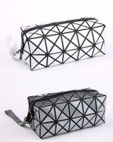 Wholesale Fashion Geometric Zipper Cosmetic Bag Women Laser Flash Diamond Leather Makeup Bag Ladies Cosmetics Organizer New Trend