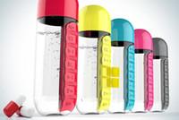 al por mayor plastic bottle for drinking water-600ML Mis deportes de botella de agua Combine Daily Pill Box Organizer Botellas de agua para el agua de plástico prueba de fugas Copa Tumbler