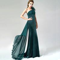 al por mayor cinta para el vestido de color verde oscuro-2017 verde oscuro terciopelo vestidos de noche con un escote de hombro Appliques pluma plisados piso longitud faja gasa partido