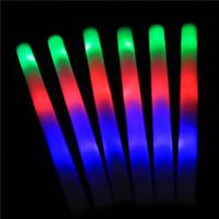 Compra Las luces coloridas de la espuma dirigidos-22 PC / la luz azul verde roja de los bastones los 48cm que destellan del palillo de la espuma de la porción LED se pega el apoyo del concierto de la decoración del partido del festival de los palillos