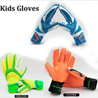 Wholesale Kids Soccer Goalkeeper Gloves For Kids Football Latex Goalie Gloves Children Professional Sports with finger Protection