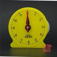 Calculatrice de mathématiques en gros de bureau Modèles d'horloge avec un lien à trois broches Étudiant Enseigner des papeterie Horloge pour fournitures scolaires