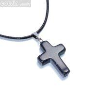 achat en gros de l'arrivée de nouveaux bijoux collier croix-DZ0120 Nouveaux arrivages 12 pièces / lot 12 couleurs Collier pendentif en cristal de la Croix naturelle en gros avec des bijoux de mode en cuir noir