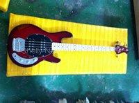 Venta al por mayor-Shelly tienda de encargo de la fábrica de la música roja StingRay 4 de las secuencias guitarra bajo 9V de la guitarra eléctrica baja de los instrumentos musicales tienda