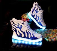 Zapatos de las muchachas Zapatillas de deporte 2016 de la manera Zapatos que ruedan de los niños de los niños con las ruedas Niños llevados que encienden para arriba Zapatos de los zapatos del ala Tamaño 21-30 TX5