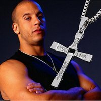 achat en gros de film strass-FU N232 The Fast And The Furious Dominic Toretto Vin New Movie Bijoux Classique Rhinestone Pendentif Sliver Croix Colliers Hommes