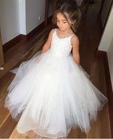 achat en gros de bébé robe de filles pas cher-Cheap White Flower Girls Robes Tulle Lace Top Spaghetti Formal Kids Wear Pour Mariage 2017 Toddler Gowns First Communion Robes