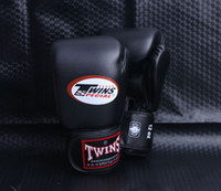 Wholesale 2016 NEW OZ OZ OZ PRETORIAN MUAY THAI TWINS BOXING RED PUNCHING GLOVES TKD MMA MEN FIGHTING BOXING GLOVES