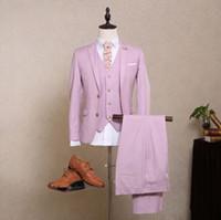 Lazo formal de color rosa España-Los nuevos hombres del estilo rosado de los nuevos hombres del estilo se adaptan al solo smoking de la boda del novio de Worsted del botón de Breasted (Jacket + Pants + Vest + Bow Tie)
