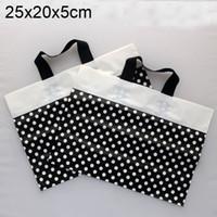 al por mayor polka dot negro bolsas de regalo-Los bolsos plásticos del regalo del punto de polca negro al por mayor, bolso de compras plástico 25x20x5cm