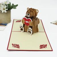 al por mayor invitaciones pliegues-(10 pedazos / porción) 3D creativo estallan para arriba el oso de peluche de la historieta de la tarjeta de felicitación TE AMO papel de DIY que talla la tarjeta plegable de la invitación del arte