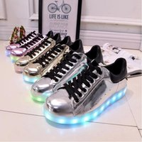 Wholesale Hot men women luminous led shoes with light luxury brand shoes glow in the dark basket led femme light up skate simulation