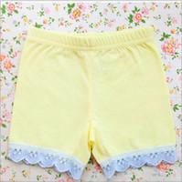 Розовые ноги Цены-Летние девушки кружевные жаккардовые хлопок шорты детей шнурок безопасности шорты принцесса обрезанные брюки платье фут износа леггинсы T1028 желтый розовый