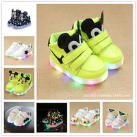 Unisex Running Shoes EVA 2017 LED Casual Shoes Kids Children Boys Girls Light Up Sneakers Babies Flat Shoes Trainers Mesh Soft Sole Running Shoes Gifts Size 21-30