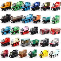 Precio de Trains-Los pequeños juguetes de madera de la historieta de los trenes 70 estilos entrenan al muchacho / la muchacha de los niños del coche de los trenes de los amigos Los mejores regalos de la Navidad DHL liberan el envío