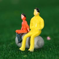 Venta al por mayor-50Pcs Colorido modelo de la gente pintado modelo de juguete figuras tren de pasajeros Modelo asentado de la construcción de personas distribución 1:87 Escala para los niños
