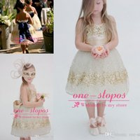 achat en gros de paillettes d'or robe de fille de fleur-2017 Romatic Cute Flower Girls Robes Princesse Sans bretelles Gold Sequined Glitter For Wedding Party Bow Formal Girls Pageant Ball Gowns