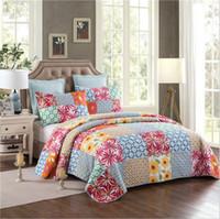 achat en gros de reine patchwork-Antique Chic Coton Flower Patchwork Reine Quilts Set 1 Quilt 2 Pillow Sham Literie Fournitures Cadeau de mariage JF005