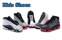 achat en gros de cadeaux kid bon marché pour l'anniversaire-Bon marché Enfants Air Rétro 13 Chaussures Chaussures de basket-ball pour enfants Garçons Filles Retro 13s Chaussures de sport noir Enfants Chaussures de sport Cadeau d'anniversaire