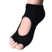 Wholesale Women Professional Anti Slip Socks Dots Exercise Pilates Socks Half Toe Ankle Grip Calcetines calcetines