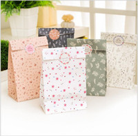 Wholesale Paper bags with little flower decoration Pastoralism gift cookie candy dessert packing bags can be customization