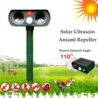 Wholesale ultrasonic animal pest repeller cat dog fox deer rodent repellent with PIR Sensor for outdoor farm garden park lawn yard