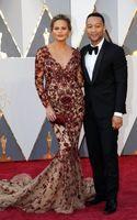 al por mayor oscar vestidos con cuentas-Mangas largas de sirena formal vestidos de noche 2017 Oscar vestidos de alfombra roja para la noche borgoña bordados abiertos volver abierta