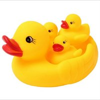 Wholesale Water Sports Entertainment Yellow Rubber Ducks Bathtime Pool Float Squeaky Bath Baby Kids Toddler Fun Toy Accessories