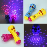 Acheter Magic star light-Vente en gros - HOT LED clignotant Karaoke Chant Microphone Pig Toy Sky stars Projection Ball Light Kids Magic Stick Funny Gift for Children