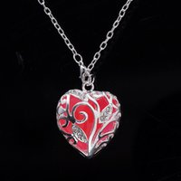 Wholesale 2016 New Heart Shape Lover Pendant Necklace Luminous Glowing Stone Statement Necklace Glow In The Dark Colar Necklace