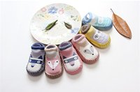2017 Tongwa Primavera Nueva zorro de dibujos animados calcetines algodón zapatos de bebé y calcetines antideslizante escuela pantalones calcetines bebé piso