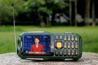 al por mayor tarjeta de tv analógica-Desbloqueado barato linterna LED a prueba de polvo teléfono móvil 13800mAh Dual sim tarjeta de antorcha de espera larga con PowerBank TV analógica al aire libre cellPhone