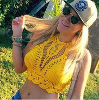 Acheter Out jaune-Vente en gros 2017 Fashion Beach Eté Femmes Vêtements Jaune Hollow Out Crop Top Sexy Halter Tank Top Floral Crochet Tanks Camis
