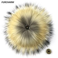 Wholesale 15cm Real Raccoon Fur Pom Pom Keychain Fluffy Fur Balls Genuine Fur Pompons for Bag Hats Cap Scarf Gloves with Buttons