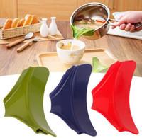 Wholesale Silicone Slip On Pour Spout Clip On Single Pouring Spout for Pans Bowls Multifunction Kitchen Tool