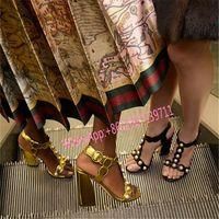 al por mayor talón de la perla de punta abierta-Oro Negro Rojo Verano Sandalias Blanco Perlas Tacones gruesos Cuero Abrir dedo del pie Moda Mujer Gladiadores T Mostrar Bombas de alfombra roja