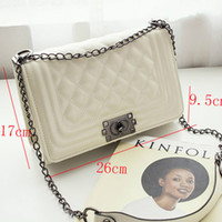 Shoulder Bags Women Plain Well - known designers to design new Lingge chain package Europe and the United States fashion hot mom shoulder Messenger bag M060