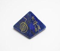 Pierres naturelles de Chakra Symboles de Reiki gravés Énergie sculptée Guérison Pierres semi-précieuses Pyramides avec une pochette gratuite