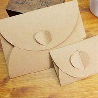 La vendimia de Kraft del corazón del sobre del bolso de papel de Brown-Hecho a mano al por mayor-50pcs / lot mini envuelve el precio al por mayor determinado del envío de los efectos de escritorio retros