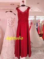 Acheter Longues robes de soirée rouge de photos-Dark Red Robes de soirée Satin Long Prom 2K17 Robes formidables surdimensionnées V-Neck sans manches Lace-up Back Floor-length Runway Gowns Real Pictures