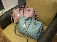 Wholesale 2017 new European and American women portable Messenger bag shoulder bag Boston pillow bag fashion a popular